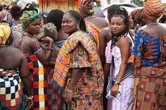 Ghana, Ashanti women. Cloth has always had a very important social function in the Ashanti kingdom. The colours and type of fabric worn underscore events and indicate the ceremonial occasion, as well as differences in status and gender.