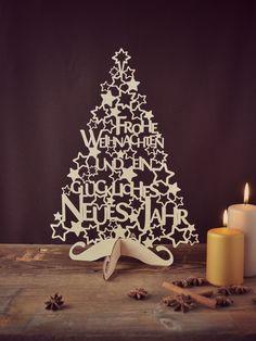 Weihnachtsbaum aus Holz, perfekt für die Festtafel an Heiligabend / wooden christmas tree with lettering made by Nius Shop via DaWanda.com