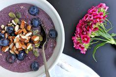 Blueberry oatmeal. http://sweetbigas.blogspot.pt/2015/05/papas-de-aveia-e-mirtilos.html#more