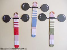 DIY Popsicle bookmarks by La classe della maestra Valentina Popsicle Stick Crafts, Popsicle Sticks, Craft Stick Crafts, Paper Crafts, Preschool Circus, Circus Crafts, Bookmarks Diy Kids, Crochet Bookmarks, Crafts For Kids To Make