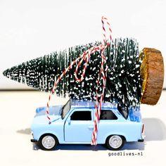 Leuk DIY autootje met kerstboom op het dak, gemaakt met materialen van Action Nederland. Super simpel om te maken.