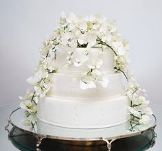 Bolo de orquídeas #cake #beautiful By Isabella Suplicy