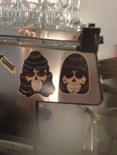 Joey y Johnny, también están en @toma_cafe