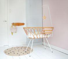 Rotan is helemaal hip! Dit prachtige vintage wiegje van Rohé Noordwolde is de ideale basis voor een moderne babykamer. Een …