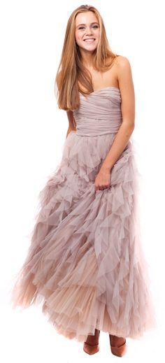Бежевое пышное платье из фатина