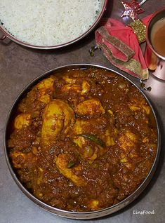 Chicken Chitarnee, an Indian Jewish Curry, is an onion and tomato based curry spiced up with a very few Indian spices and lots of lemon juice and vinegar. Kosher Recipes, Curry Recipes, Cooking Recipes, Cooking Tips, Skillet Recipes, Indian Chicken Recipes, Indian Food Recipes, Pakistani Chicken Curry Recipe, Indian Chicken Dishes
