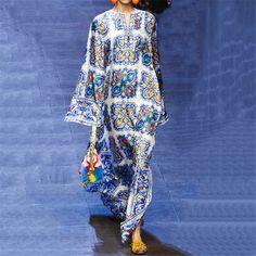 Bohemian beach dress European and American women's blue and white porcelain print dress White Maxi Dresses, Maxi Dress With Sleeves, Ball Dresses, Fashion Moda, Boho Fashion, Fashion Fall, Style Fashion, Fashion Outfits, Boho Chic