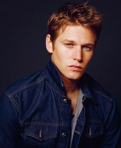 Zach Roerig who plays Matt Donovan on The Vampire Diaries is a Montpelier hometown boy. Vampire Diaries Stefan, Serie The Vampire Diaries, Vampire Diaries The Originals, Damon Salvatore, Zach Roerig Daughter, Paul Wesley, Suzy, Movies And Series, Tv Series