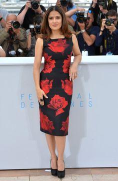 Pin for Later: Seht die Stars in ihren schönsten Roben beim Filmfest in Cannes Salma Hayek in Alexander McQueen