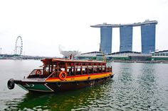 A river boat in Singapore.  Image Source: comesingapore.com