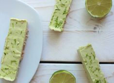 "Barres de ""cheesecake"" lime et coco Lime Cheesecake, Quesadillas, Avocado Toast, Food Ideas, Bar, Breakfast, Desserts, Bread Mould, Oatmeal"