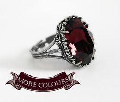 Red Gothic Ring Engagement Ring Burgundy Swarovski por Aranwen, €39.00