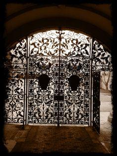 Pfeiffer arch, Newnham college, Cambridge, UK Cambridge Uk, Cambridge University, Stairways, Wrought Iron, Travel Destinations, Arch, College, Doors, Classic