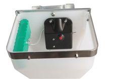 Alimentador a BateriaNão tem fonte de alimentação, o aparelho começa quando se liga, alimentando-se o número de vezes que é fixado em 1-15 porções.A bateria pode ser carregada, com a duração de6 dias por uma carga.Fornecido co carregador e apenas com dispensador deaço inoxidável.Testemunho de utilizadores.