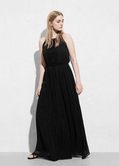 Robe longue noire Violeta par Mango, une ligne mode pour les rondes et les grandes