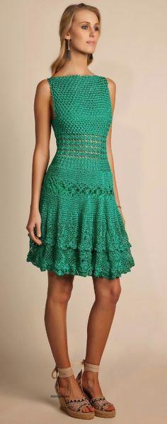Beautiful crochet dress - simple bodice with patterned skirt… Crochetemoda: Giovana Dias