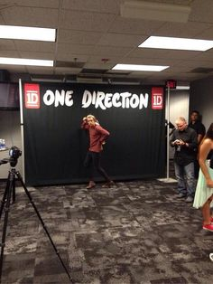 #tmhtourmemories when nobody was at the meet & greet area so harry just