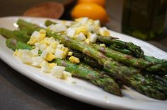 It's asparagus season! Need to try Roasted Asparagus with Meyer Lemon and a twist. a hard-boiled egg! Side Dish Recipes, Vegetable Recipes, Clean Eating, Healthy Eating, Mothers Day Brunch, Roast Asparagus, Vegetable Side Dishes, Food Dishes, Boiled Egg