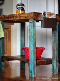 Sweet little kitchen island made from #reclaimed #pallet wood.