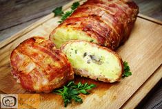 Stuffed potato roll wrapped in bacon My Favorite Food, Favorite Recipes, Potato Dinner, Bacon Potato, Italy Food, Party Finger Foods, Food Porn, Pork, Food And Drink