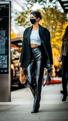 Model Outfits, Girl Outfits, Fashion Outfits, Celebrity Outfits, Celebrity Look, Classy Street Style, Kendall Jenner Style, Aesthetic Clothes, Autumn Winter Fashion
