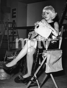 Joanne Woodward knitting on the set of 'The Stripper'