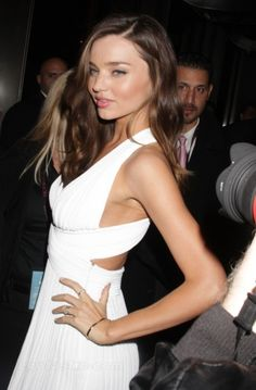 Miranda Kerr in white Miranda Kerr, Celebrity Pictures, Celebrity Style, Nice Dresses, Casual Dresses, Grecian Dress, Party Dress Outfits, Blazer Outfits, Couture Dresses