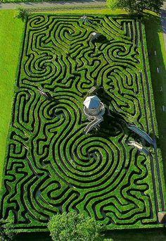 The Amazing Longleat Hedge Maze. 5 miles of hedges, more than English Ye. The Amazing Longleat Hedge Maze. 5 miles of hedges, more than Dream Garden, Garden Art, Garden Design, Herb Garden, Vegetable Garden, Garden Ideas, Land Art, Amazing Maze, Awesome