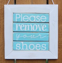 Please Remove Your Shoes sign with step-by-step tutorial on how to make one DIY Porch decoration Playroom Quotes, Remove Shoes Sign, Diy Craft Projects, Diy Crafts, Diy Porch, Porch Signs, Porch Decorating, Your Shoes, How To Remove