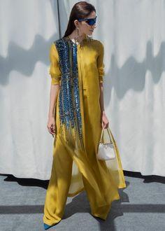 Pakistani Fashion Casual, Pakistani Dresses Casual, Pakistani Dress Design, Indian Dresses, Indian Fashion, Pakistani Clothing, Stylish Dress Designs, Designs For Dresses, Stylish Dresses
