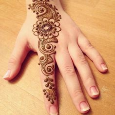 Here is the most beautiful and cute collection of mehndi designs for kids. These mehndi designs are very beautiful and simple. Henna Hand Designs, Dulhan Mehndi Designs, Mehndi Designs Finger, Mehndi Designs For Kids, Henna Tattoo Designs Simple, Simple Arabic Mehndi Designs, Mehndi Designs For Beginners, Mehndi Design Photos, Mehndi Simple
