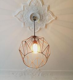 The last lamp hangs in the game nursery. ♥ I'm totally into copper and minimalism and go with the trend. Tall Floor Lamps, Tall Lamps, Ceiling Lamp, Ceiling Lights, Farmhouse Lamps, Lamp Makeover, Street Lamp, Black Lamps, Night Lamps