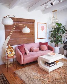 34 Must Have Pink Interior Design Ideas Home Decorations Warm Home Decor, Retro Home Decor, My New Room, Sofa Design, Bed Cushion Design, Design Design, Design Homes, Home Decor Inspiration, Decor Ideas