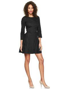 Pin for Later: Kate Middleton ging bei Gap einkaufen — Und das hätte sie ebenfalls kaufen sollen Gap Long-Sleeve Black Oxford Fit-and-Flare Kleid Wir lieben Muster an Kate, aber in Schwarz sieht sie auch toll aus. Dieser klassische Schnitt von diesem Kleid ($70) sähe toll an ihr aus.