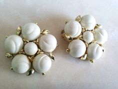 LISNER FLOWER EARRINGS-Signed-Lovely White Floral by Jewel2Jewel