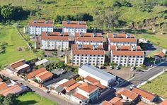 CDHU realiza mutirão de regularização para 140 moradores de Botucatu -   A Companhia de Desenvolvimento Habitacional e Urbano (CDHU) realiza no sábado (13), em Botucatu, o Mutirão de Regularização para os moradores do Conjunto Habitacional Botucatu B3. Nele, os mutuários poderão regularizar os contratos e renegociar prestações em atraso em condições especiais - http://acontecebotucatu.com.br/cidade/cdhu-realiza-mutirao-de-regularizacao-para-140-moradores-