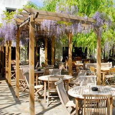 The Albion, Islington - 1 of the best London Pub gardens hidden away on a Georgian st. Picturesque walled garden with wisteria - twice the size of the actual pub. Pub Interior, Cafe Interior Design, Cafe Design, Interior Exterior, Design Design, Outdoor Cafe, Outdoor Restaurant, Outdoor Seating, Outdoor Living