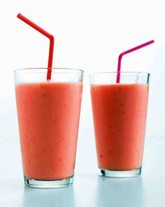 You can use fresh or frozen fruit in this smoothie and substitute orange juice for the apple.