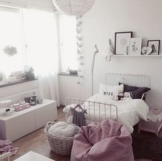 Fotos de Habitaciones Infantiles…10 ideas de inspiración nórdica en Instagram Princess Room, Rose Gris, Little Girl Bedrooms, Big Girl Rooms, Girls Bedroom, Ikea Bed, Kidsroom, Pouf, Daughters Room