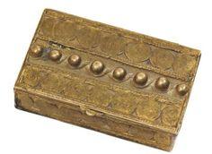 LINE VAUTRIN (1913-1997) Boîte à bijoux rectangulaire en bronze doré à déco