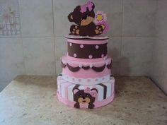 bolo fake de e.v.a ursa marrom e rosa