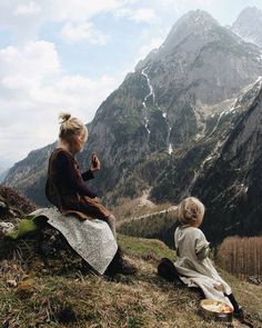 ― esther ☆さん( 「the girls and me, we did a little hike this afternoon and enjoyed spectacular views while picnicing…」 Cute Family, Family Goals, Family Life, Camping Sauvage, Mountain Love, Indie Kids, Future Mom, Family Adventure, Travel With Kids