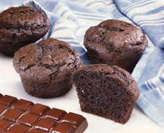 Receta de Cupcakes de Chocolate con Frosting / Cobertura. Una receta fácil y deliciosa para hacer con niños o para fiestas y cumpleaños. ¡Se lo deborarán y hará