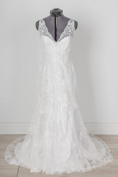 Essence of Australia - D1688 - Size 10 - We can't stop swooning over this romantic and on-trend lace sheath gown with its lace illusion neckline and low, open back.  The vintage inspired lace overlays a more fitted satin gown for the perfect mix of ethereal and sophisticated. <br><br><br><br><br><br>