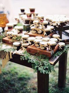 Jam favors for a unique wedding favor DIY #UniqueWeddingFavors