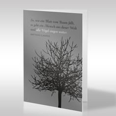 """Die vornehme, religiös neutrale Design-Trauerkarte im Hochformat zeigt eine schwarze Pflanzengrafik auf warm-grauem Hintergrund. Die Grafik stellt einen blattlosen Baum als Blickfang neben dem aufgehellten Text dar. Der tröstliche Trauerspruch lautet: """"So, wie ein Blatt vom Baum fällt, so geht ein Mensch aus dieser Welt und alle Vögel singen weiter."""" https://www.design-trauerkarten.de/produkt/schattenbaum/"""