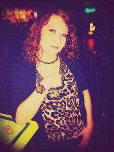Passend zum Karneval freut sich die Sabrina über ihre neue Eleven Eleven Uhr im Leoparden-Design und stimmte ihr Outfit sogar farblich zu der Uhr ab. Ganz großes Kino:-D