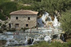 The natural Saturnia Thermal Baths in Tuscany Places Around The World, Around The Worlds, Bungee Jumping, Tuscany, Bella, Mount Rushmore, Italy, Mountains, House Styles