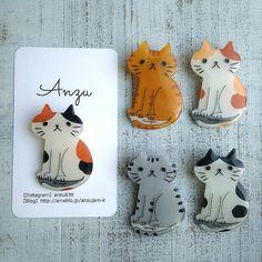 明後日のイベント用にプラバンアクセサリー一気にアップ | Anzu*手づくりのしあわせ時間* Cute Diys, Cute Crafts, Diy And Crafts, Shrink Art, Shrinky Dinks, Cat Accessories, Pebble Painting, Cold Porcelain, Stitch Markers