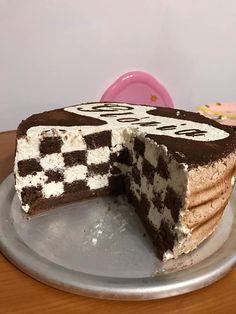 Sakktábla torta - mindig bonyolultnak gondoltam ezt a sütit, de rájöttem a titkára! - Ketkes.com Cupcake Cakes, Cupcakes, Eat Pray Love, Hungarian Recipes, Biscotti, Crackers, Macarons, Tiramisu, Minion
